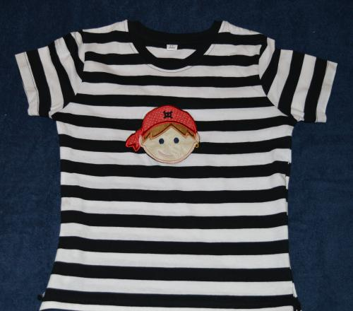 T-Shirt mit Piratenapplikation